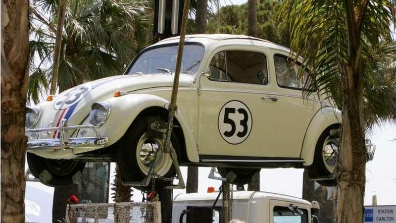 20世紀六七十年代,金龜車出現在電影《萬能金龜車》(The Love Bug)中。(圖/BBC中文網)