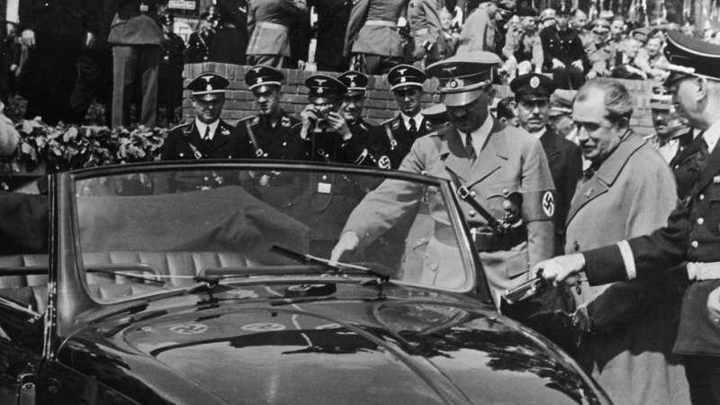 20世紀30年代,傳奇設計師斐迪南·保時捷(Ferdinand Porsche)在希特勒的授意下設計了金龜車。(圖/BBC中文網)