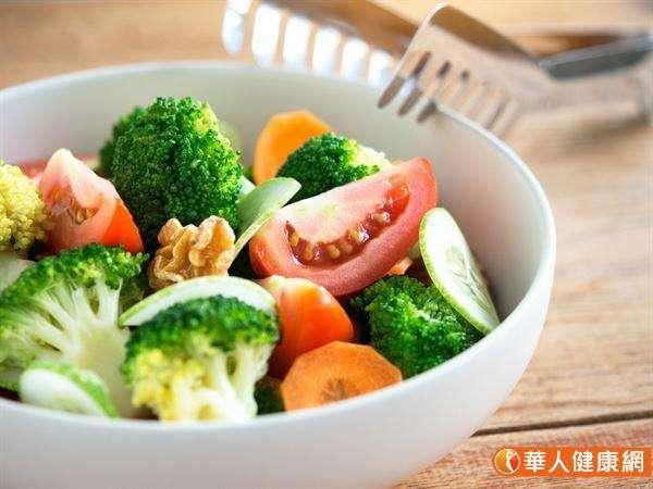 高纖飲食可以1打3,同時改善血壓、血糖和血脂異常的問題。(圖/華人健康網)