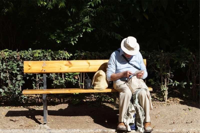 日本65歲以上銀髮族已攀升至歷史新高,超過總人口的27%(圖 / StockSnap@pixabay)