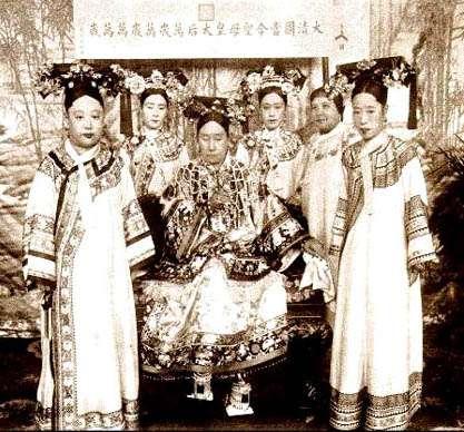 清朝的后妃總共分為8個等級,其中前段班有人數限制,皇后(1人)、皇貴妃(1人)、貴妃(2人)、妃(4人)、嬪(6人)。(圖/Liqin Xu @flickr)
