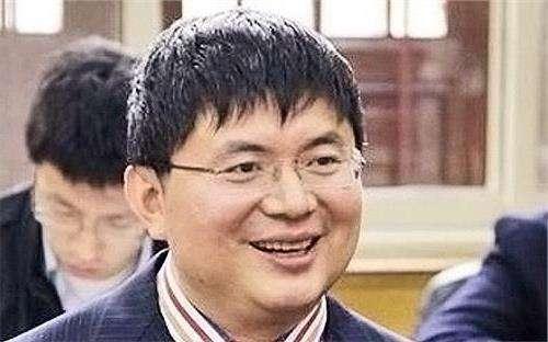 一手打造明天集團、號稱總資產達3兆人民幣的神秘富豪肖建華,去年初從香港四季酒店神秘失蹤後,多次被傳死訊,如今媒體報導,他即將在中國受到審判。(圖片來源:中國名人網)