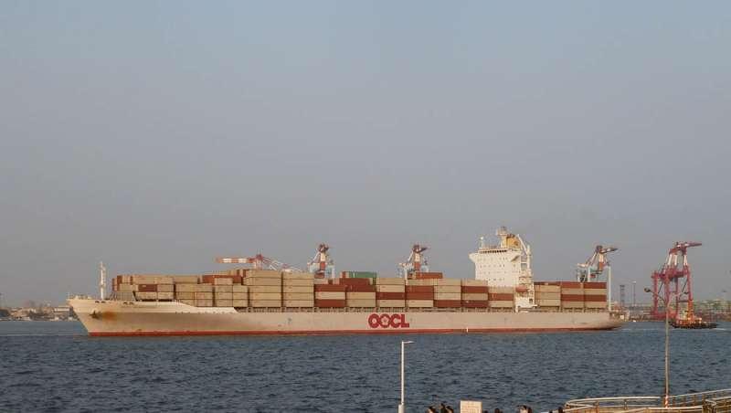 香港東方海外(OOCL)被中國中遠集團併購後,中資可能間接掌握高雄港碼頭經營權。(林瑞慶攝)