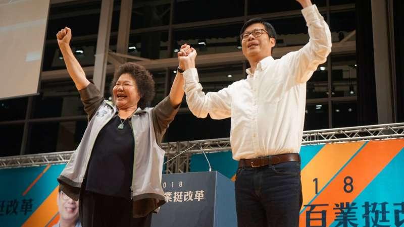 陳菊(左)近日更積極與陳其邁(右)連袂拜票。(翻攝自陳其邁臉書)