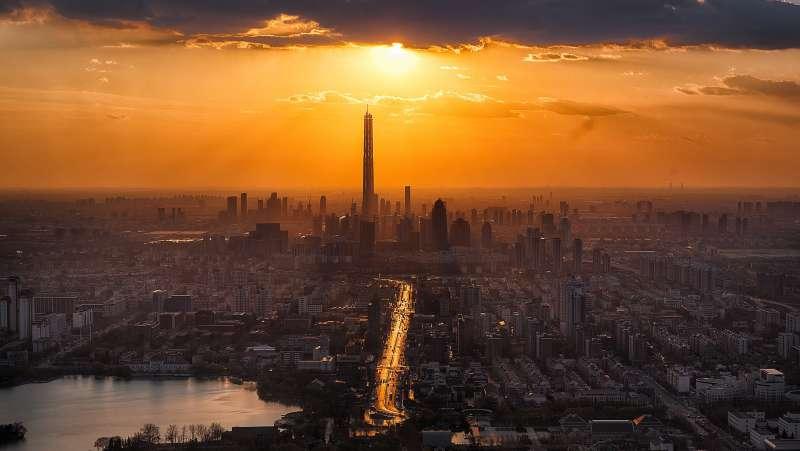 美國經濟學者吉普森認為城市居民的睡眠時間與日落時間和收入息息相關(取自Pixabay)