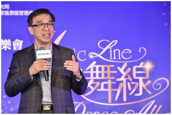 台灣大哥大總經理鄭俊卿表示,今年蘋果釋出不少貨給電商通路,加上電商業者打折扣戰,拉高消費者買空機意願,導致新iPhone開賣空機價往下跌。(圖/台灣大哥大)