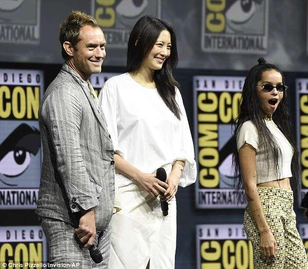《哈利波特》外傳電影《怪獸與牠們的產地》續集即將上映,英國男星裘德洛(左)與南韓女星金秀賢(中)都參與演出(美聯社)