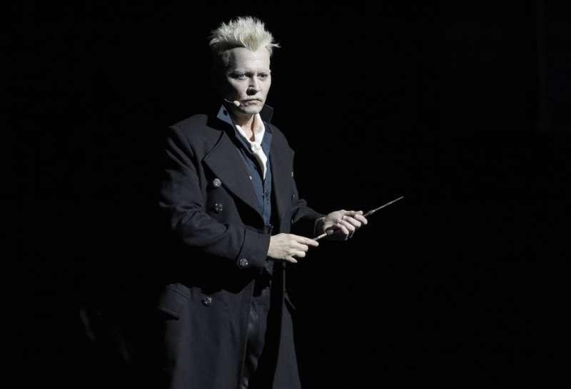 《哈利波特》外傳電影《怪獸與牠們的產地》續集即將上映,美國男星強尼戴普飾演劇中反派葛林戴華德(美聯社)