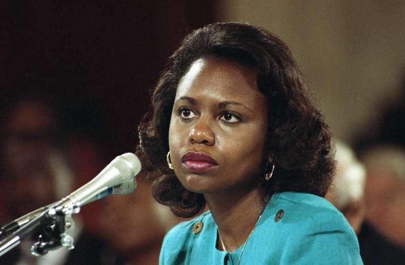 1991年10月11日,希爾(Anita Hill)在聯邦參議院聽證會上作證指控準大法官湯瑪斯(Clarence Thomas)曾經對她性騷擾(AP)