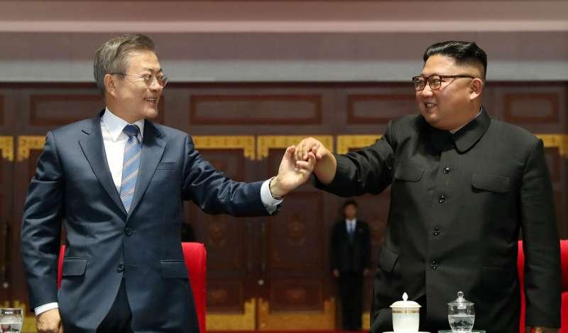文在寅與金正恩,二人熱絡得令不少南韓人難以想像。(圖/CUP提供)