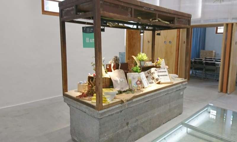 日治時代至今保留的兩座傳統攤台。(圖/瘋設計)