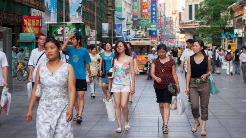 「衣二三」認為,服裝租賃將在未來成為主流。(圖/BBC中文網)