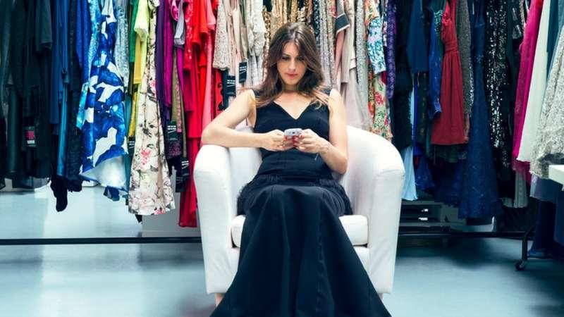 「少女遇見時裝」創始人安娜·班斯說,她的公司最初主要出租名牌服飾,但現在也開始走「日常路線」。(圖/BBC中文網)