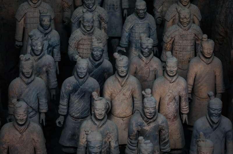 對外部形勢而言,秦國佔據了「關中」這個極為有利的地理位置,無後顧之憂,形成雄踞西隅、虎視相互爭斗、不斷衰弱的東方六國的形勢(圖為秦始皇兵馬俑)。(圖/BBC中文網)