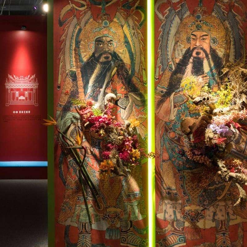 圖一、今年臺灣國際蘭展展示巨幅門神彩繪,由自由落體公司設計,採用勝陽國際的宣影布。(圖片來源:勝陽國際)