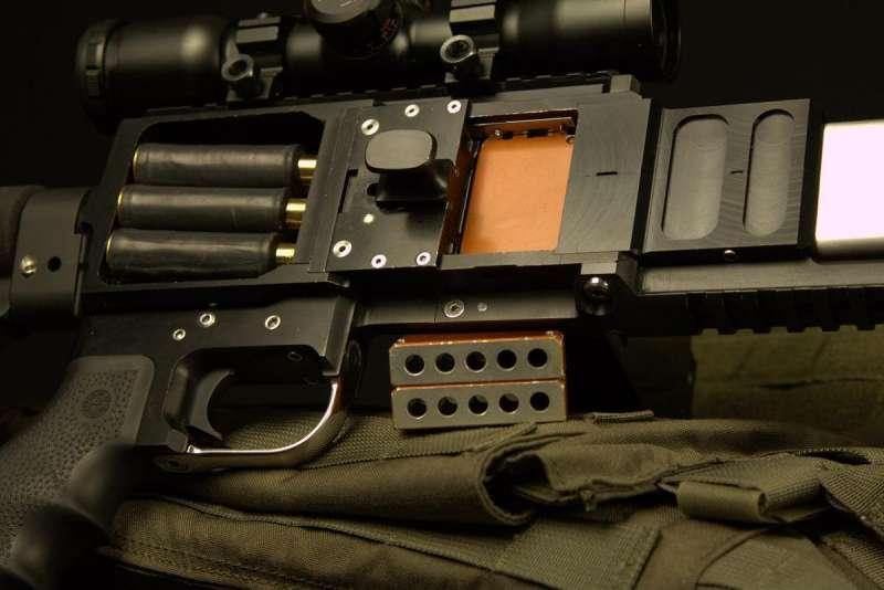 ▲緞帶槍的獨特設計,使它能同時射出多枚子彈。(圖/翻攝自 Colorado Springs Gazette,智慧機器人網提供)