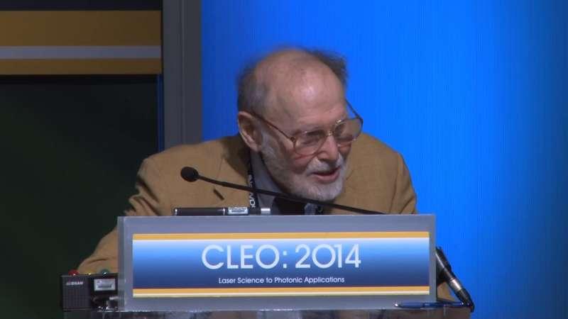 2018年諾貝爾物理學獎得主、美國科學家艾許金(Arthur Ashkin)以96歲成為史上最高齡諾貝爾獎得主(YouTube)