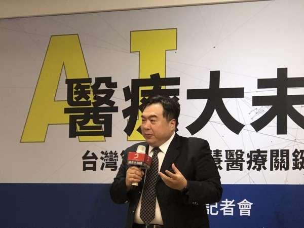 李友專認為,和發展自駕車技術略為不同,台灣的醫療現況已經不允許忽視AI了。(圖/吳元熙攝,數位時代提供)