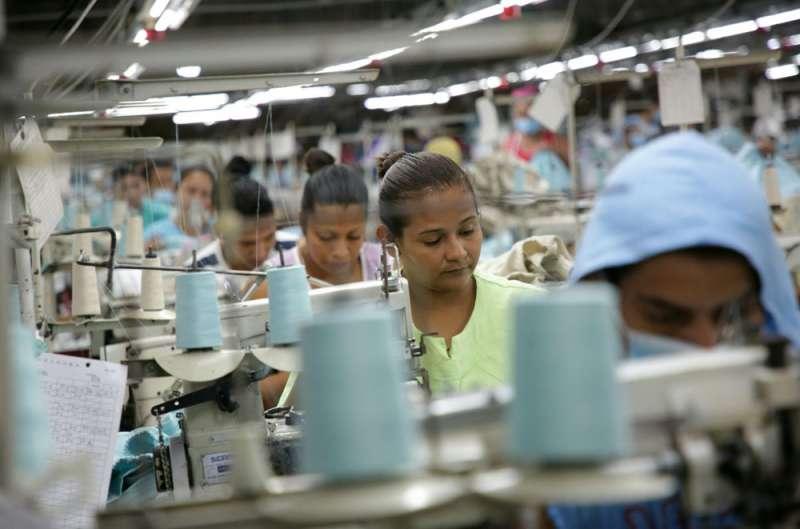 非洲、柬埔寨等地都有如興與玖地的工廠。(總統府提供)