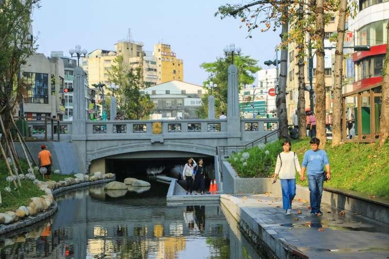 綠川整治後,成為許多民眾休閒旅遊的去處,舊城區帶來新氣象,成為國內熱門景點。(圖/台中市政府提供)
