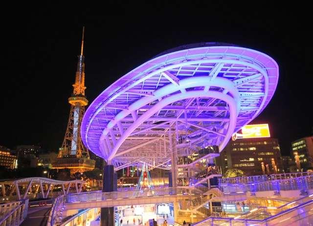 亮燈的名古屋電視塔(左)與綠洲21(圖/潮日本)