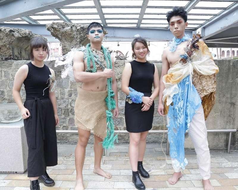 清大藝設系同學自信展現海廢創生後的精彩。(圖/台積電文教基金會提供)