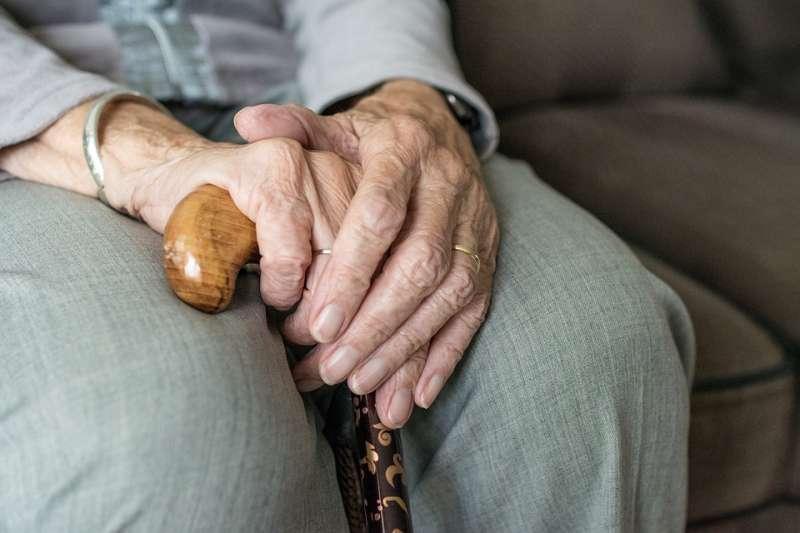 老人 長者 長期照護 長照 高齡化 銀髮族 老化。(取自sabinevanerp@pixabay/CC0)