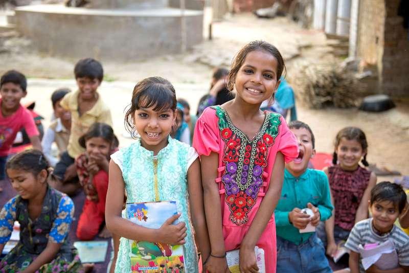 世界展望會在印度成立兒童社團,教導印度孩子們有關兒童保護、兩性教育等知識,讓女孩和男孩學會彼此尊重。(台灣世界展望會提供)