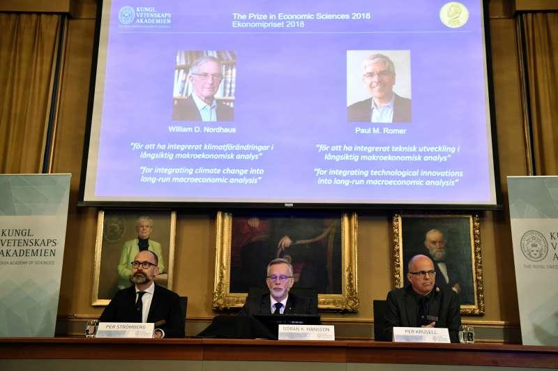 2018年諾貝爾經濟學獎由美國經濟學者諾德豪斯(左)與羅默(右)摘下殊榮(美聯社)