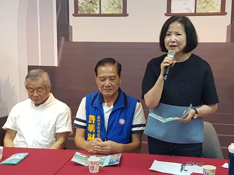 蔡令怡盛讚許明財的市政藍圖貼心、有遠見,她願意義務引進頂尖專業規劃團隊前來協助。(圖/方詠騰攝)