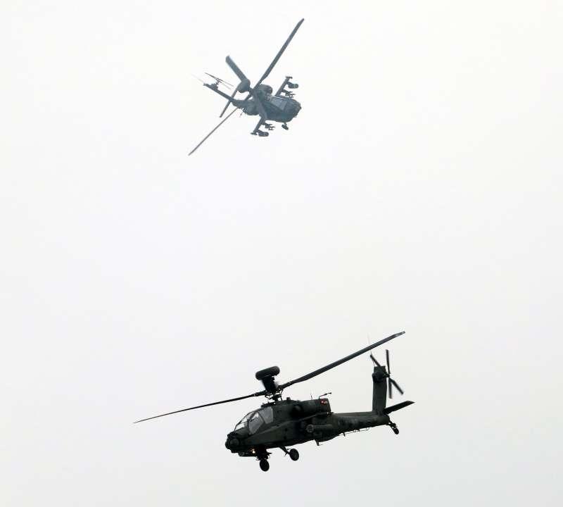 20181009-第三作戰區「地空聯合作戰」實兵演練,陸軍出動2架AH-64E阿帕契攻擊直升機。(蘇仲泓攝)