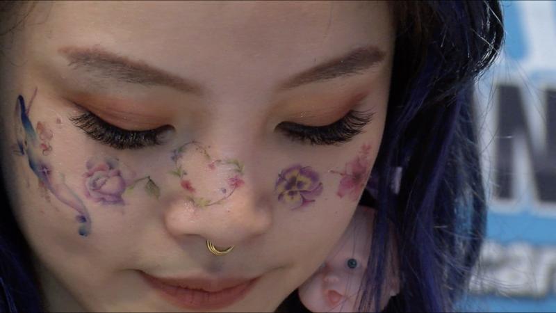 台灣紋身師彭哥全身以及臉上也有紋身。(圖/BBC中文網)