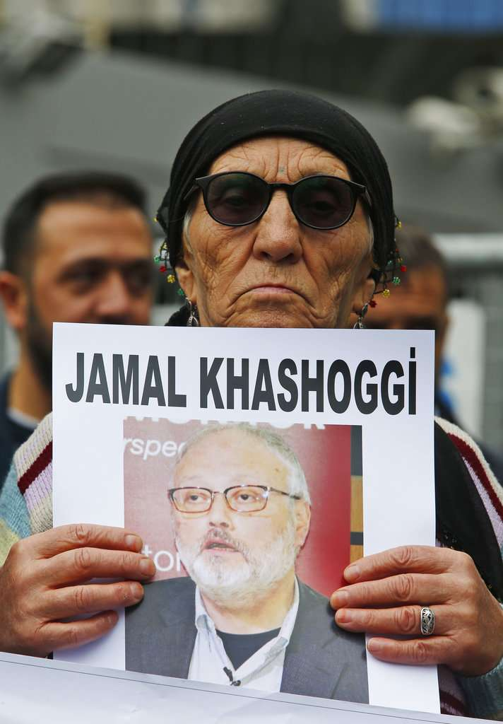 2018年10月9日,人權運動者在伊斯坦堡抗議,要求查明失蹤沙國記者哈紹吉的下落。(AP)