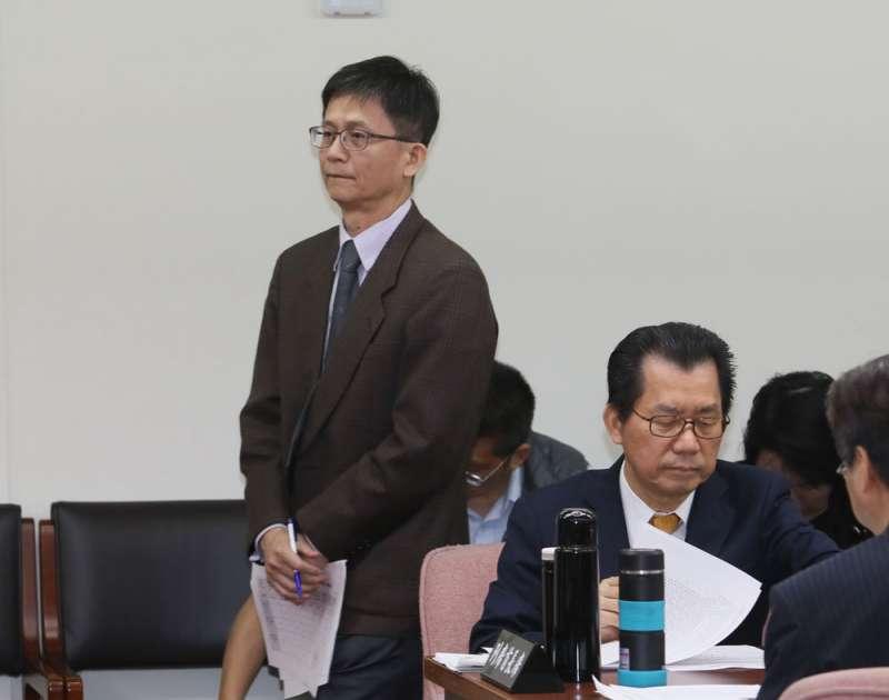 環團批評政治干預環評,詹順貴(左)更是辭官而去。(柯承惠攝)
