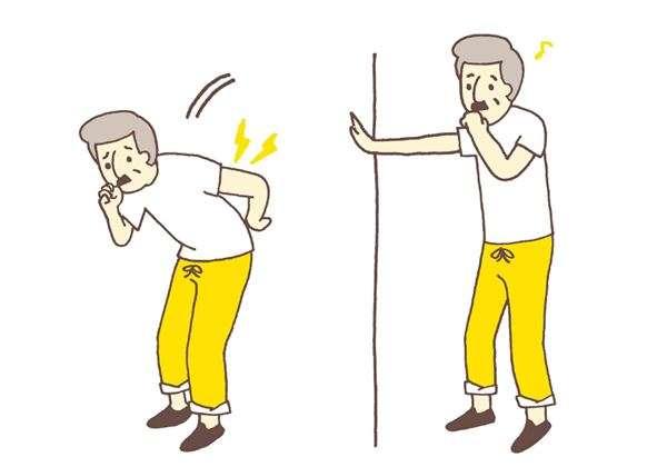 用力咳嗽、打噴嚏時,上半身會有很強的反作用力。若椎間盤突然受到巨大的壓力,容易造成髓核脫出、纖維環斷裂,很容易扭到腰。(圖/華人健康網提供)