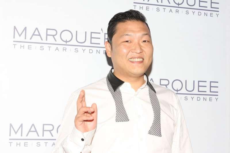 《江南Style》這首歌其實一點也不主流,相反地它非常的「B級(次文化)」,就連PSY自己也常以B級明星自居。(圖/維基百科)