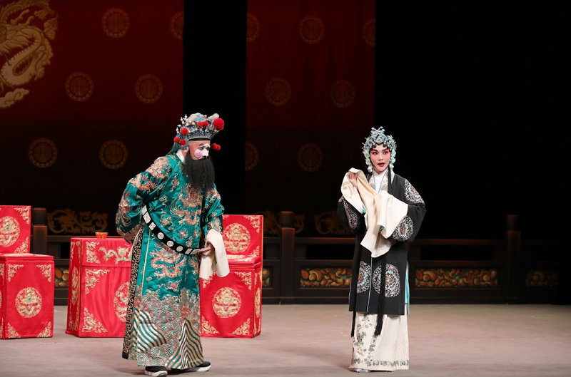 《江油關》陳元鴻 飾 馬邈(左)、王耀星 飾 李夫人(右)(國光劇團提供)
