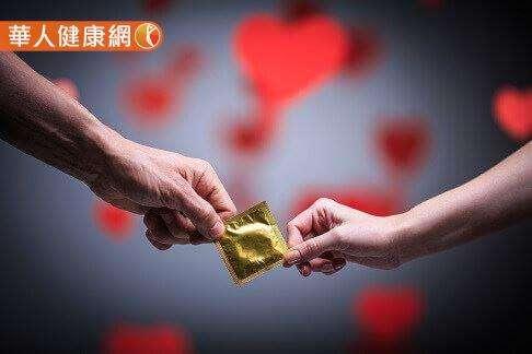 使用保險套是大眾避孕常用方法。(圖/華人健康網提供)