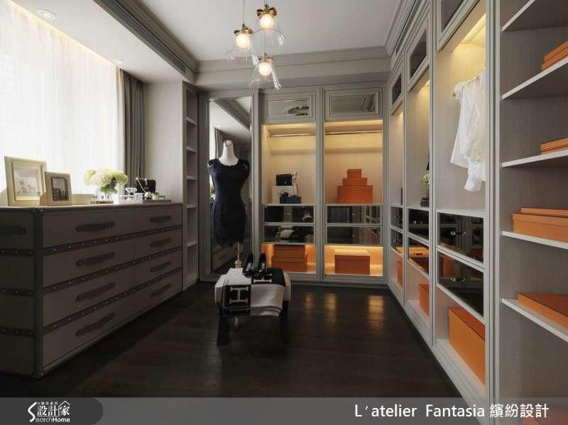 根據自己喜好收納,能讓更衣室使用更加順手,並帶來更整齊的視覺。(圖/設計家 Searchome提供)