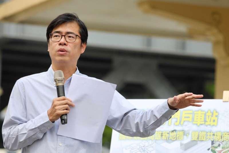 陳其邁表示,未來他擔任市長,將啟動大車站計畫,對左營新站、高雄車站及鳯山車站周邊進行公辦都更,透過場站開發活絡商圈及社區。(圖/陳其邁競選辦公室提供)