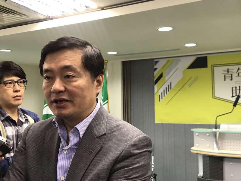20181012-民進黨秘書長洪耀福12日出席民主進步黨青年部「青年次客助選團」記者會。(顏振凱攝)