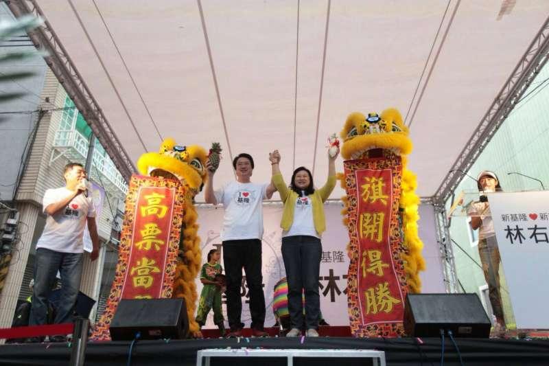 20181014-基隆市長候選人林右昌(中左)14日舉行競選總部成立大會。(民進黨中央提供)