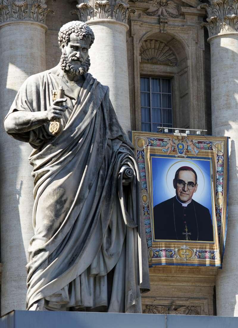 薩爾瓦多天主教樞機主教羅梅洛(Oscar Romero)封聖典禮14日在梵蒂岡舉行(AP)