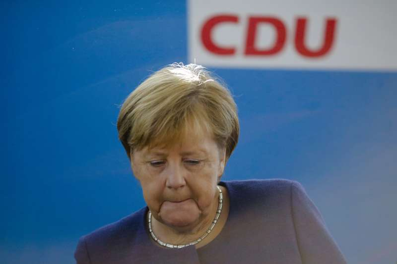 基社盟在巴伐利亞選舉失利,梅克爾聯合內閣雪上加霜。(美聯社)