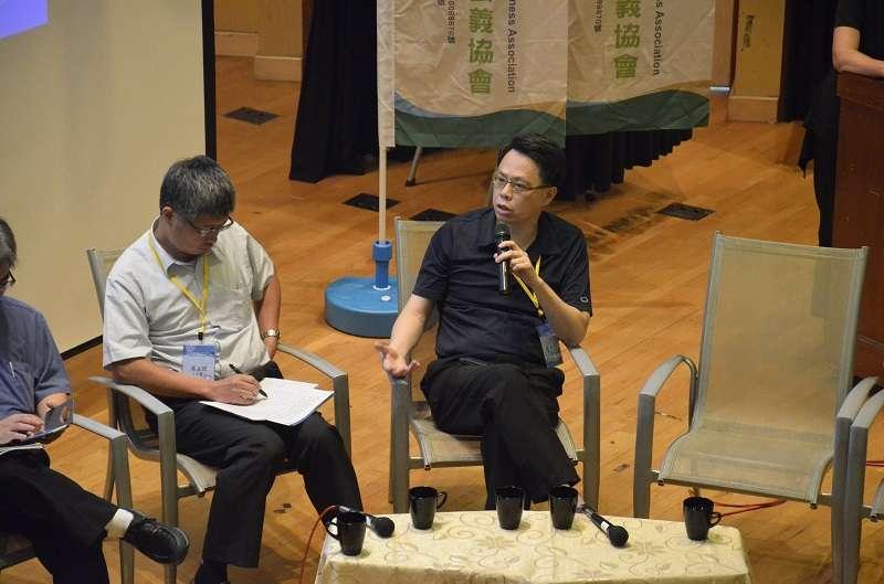 2018年9月7日,台灣智慧綠能產業聯盟創會理事長陳仁達,於「小水力發電產業發展論壇」中分享。(台綠盟提供)