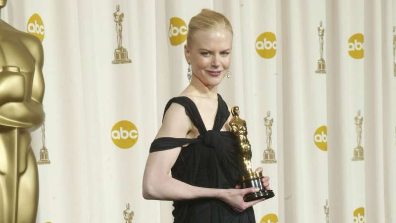 妮可在2002年憑《時時刻刻》中的表演成為奧斯卡最佳女主角。(圖/BBC中文網)