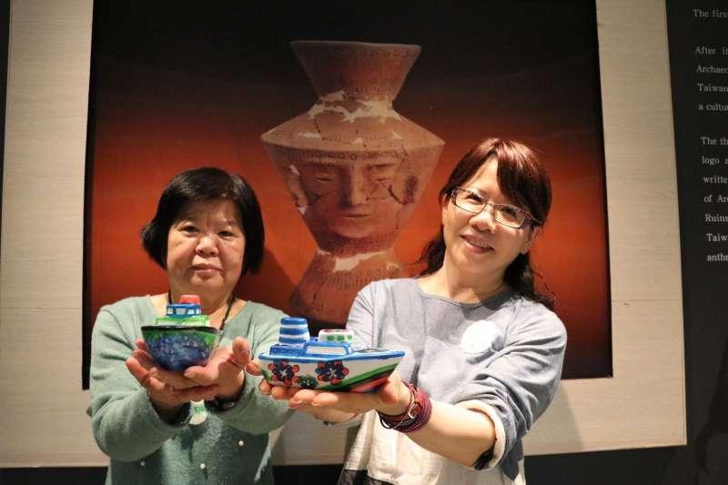民眾可親手彩繪象徵冬藏的陶瓷船撲滿。(圖/新北市十三行博物館提供)