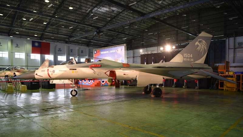 20181018_兩架經國號IDF「翔昇」原型機,性能提升至C/D型等級後,正式移交給空軍。(漢翔公司提供)