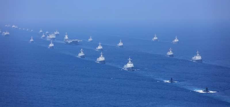 2018年4月12日上午,中共中央軍委在南海海域舉行海上閱兵(新華社)