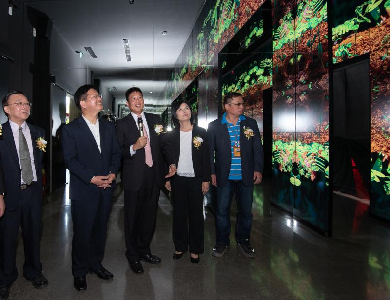 20181019-友達光電首度與國立臺灣博物館跨界合作,打造「友達微美館」。(國立臺灣博物館提供)